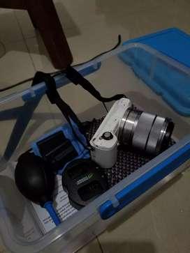 Kamera mirrorles sony alpha a5000 ++ perlengkapan nego