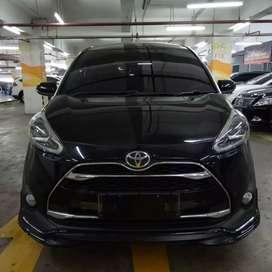 Toyota Sienta Q AT 2017 Hitam Tgn 1 km rendah Istimewa
