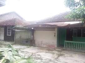 Dijual tanah dan bangunan (rumah butuh renovasi)