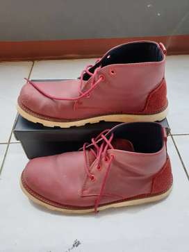 Sepatu model boot