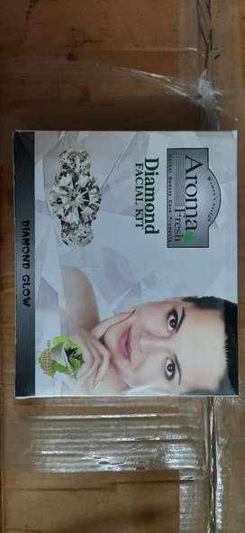 Aroma facial kit 2020 december di packing  haigi aa = 250/per piece