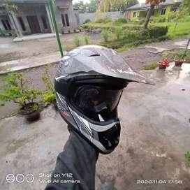 Helm KLX Mulus Bawaan kereta (L)