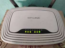 TP-LINK TL-WR841N 300Mbps Router in good condition. only Rs. 750/-