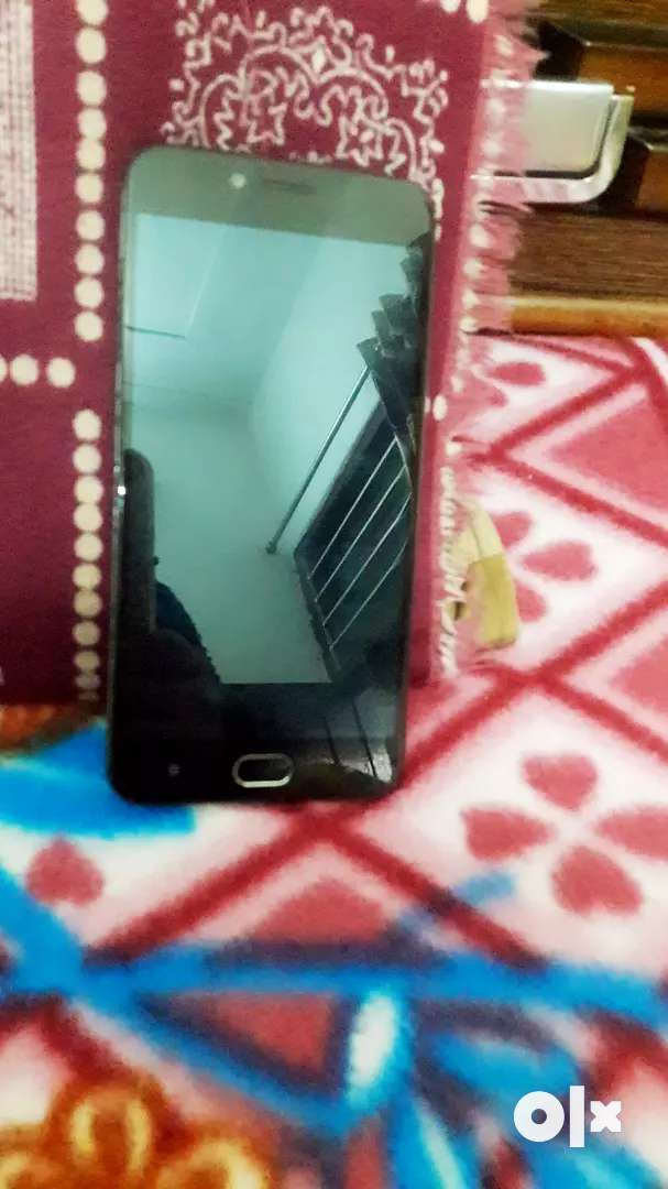 Vivo v5s with VR box in new condition.n 0