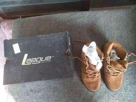 Sepatu boot wanita merek league