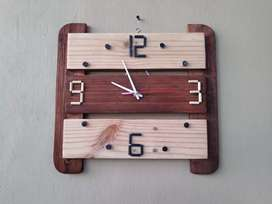 Jam kayu klasik triple bar