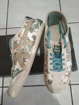Sepatu onitsuka tiger safari khaki ..malaysia