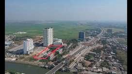 Tanah lokasi di dikelilingi Hotel dan deket pintu tol karawang barat..
