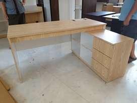 Meja kantor / meja belajar