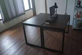 Meja kerja minimalist