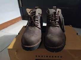Sepatu brodo dan tas eiger