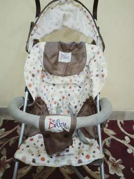 Almost new imported pram easy to Carry