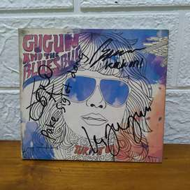 CD Gugun and BluesBug - Turn it On (Tanda Tangan Personel)