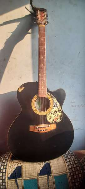Hobner guitar with capo