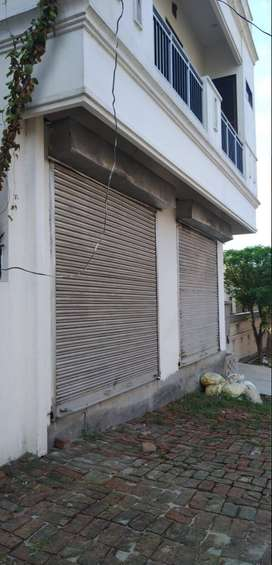 Shop/Showroom/Office space With parking for Rent