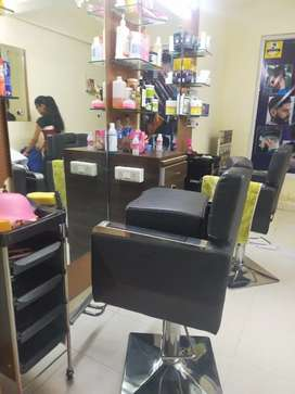 Parlour on rent. good for gents or ladies parlour