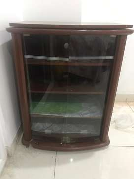 TV trolly with elegant look and movable