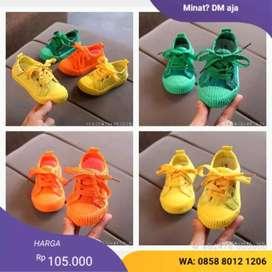 sepatu bayi warna cerah