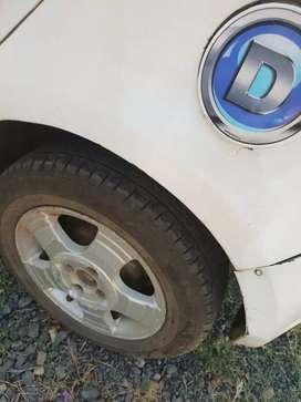 अच्छी गाडी है कोई काम नही है टायर बस लगेंगे दो बाद मे