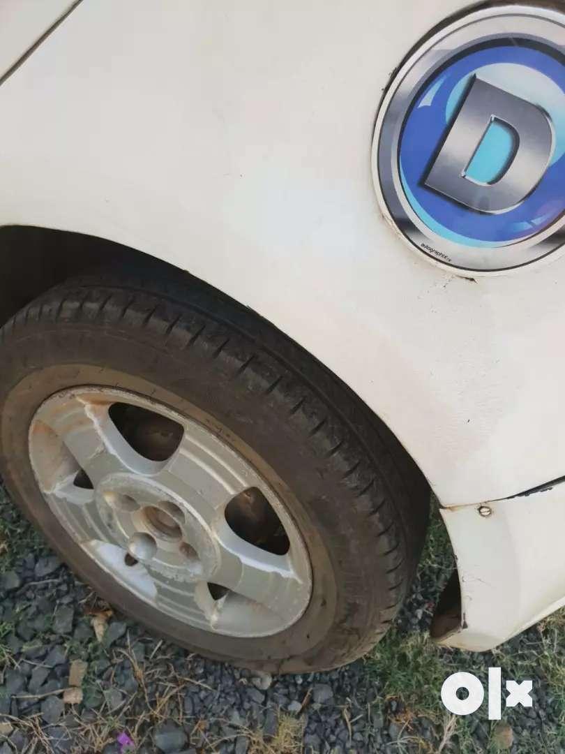 अच्छी गाडी है कोई काम नही है टायर बस लगेंगे दो बाद मे 0