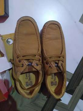 Shoe for selling