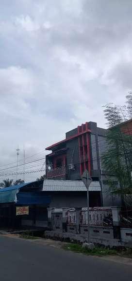Dua bangunan rumah dan toko