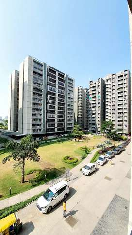 2626 sqft 3bhk flat with servant room Garden facing flat available
