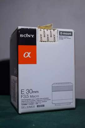 Sony 30mm f3.5 Macro