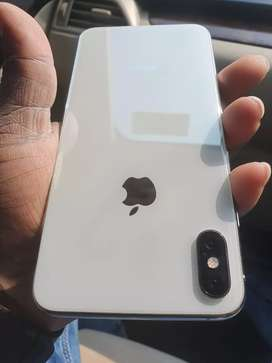 Iphone xs max 256gb Rs.69000