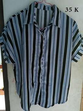 Baju Trift wanita . Atasan, kaos, kemeja, celana dll