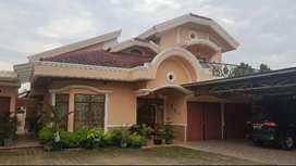 Rumah mewah 2 lantai Jln. Kol.H.Burlian km. 7 Lt : 800/m2. Harga : 5 M