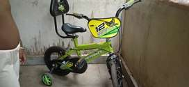 street cat green colour 3 to 5 years range bycycle