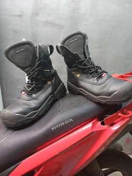 Sepatu off road dan safety