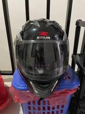 Helm Zeus Hitam Putih