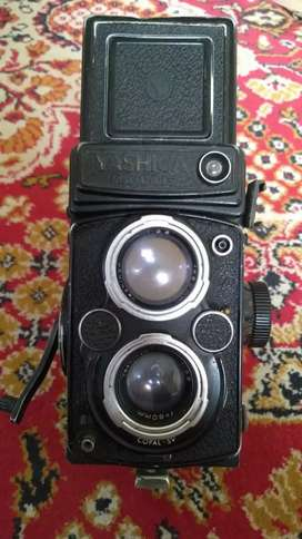 vintage antique Yashica Mat-124G made in japan 1970s working condition