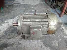 Dinamo  7,5 hp rpm 900 asli gulungan
