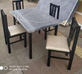 meja makan kayu lamin 4 kursi