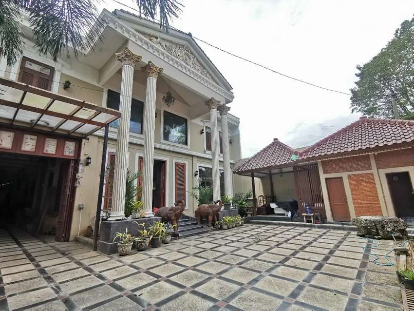 Rumah Dengan Gudang Luas banget mangku Jalan Rangroad Barat Yogyakarta
