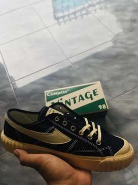 Compass Vintage Low BW size 40