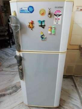 Samsung 4star  230 L  double door fridge