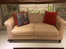 4 seater sofa set. Almost brand new!
