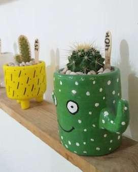 Claypot lucu dengan kaktus