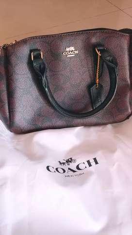 For sale tas coach kecil baru dan lengkap