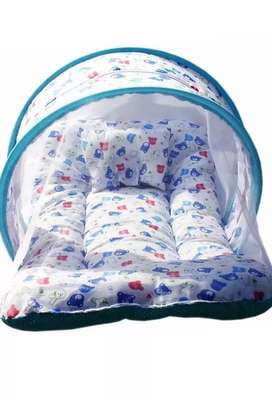 Baby bedding set with pillow