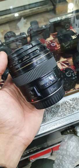 Canon 85MM f/1.8 lens available condition 10/9