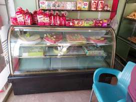 Bakery cake chiller display