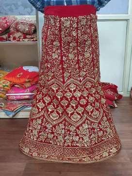 Lehnga chunni kam rate mein bridal ke bhi hai or new designes hai