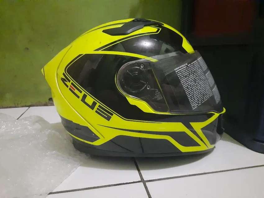 Di jual Helm Zeus 813 size L , udah lama gk dipake 0