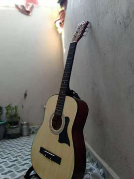 Accostic guitar with guitar bag + extra strings