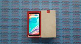 One Plus 5T 64 GB And 6 GB Color Black Box And Charger